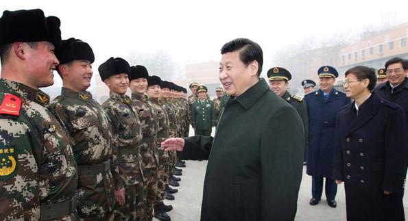 习近平在武警北京市总队十三支队向新兵详细了解新兵训练和生活情况图片