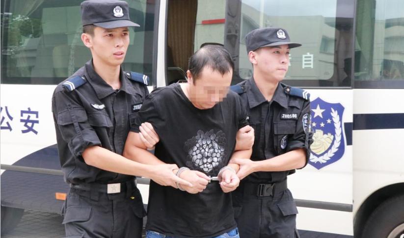 正义不会缺席!打工3天杀老板一家3口,21年后被押回台州