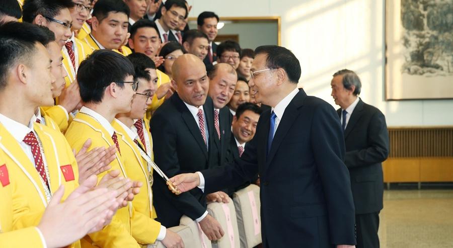 李克强在会见世界技能大赛中国选手时强调 做大国工匠 建制造强国