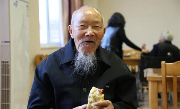 """5年送出30多万个面包 温岭""""爱心面包""""春节不打烊"""