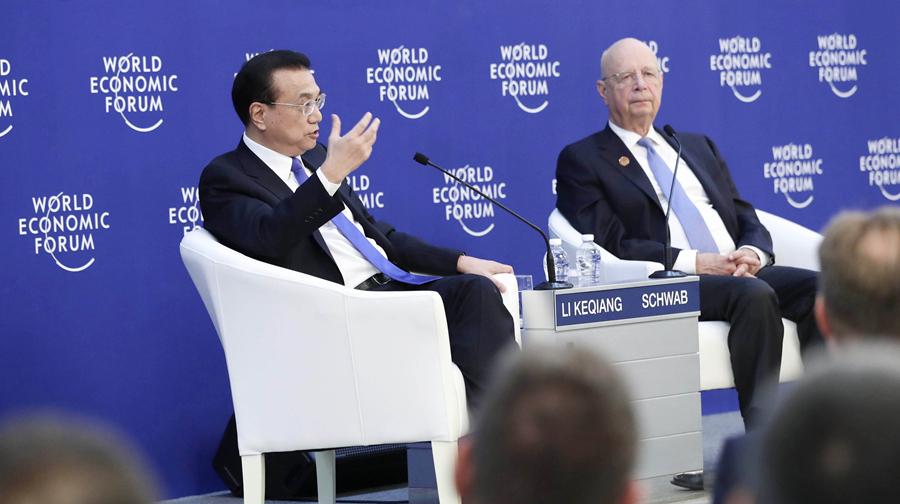 李克强同出席2018年夏季达沃斯论坛的各界代表举行对话会