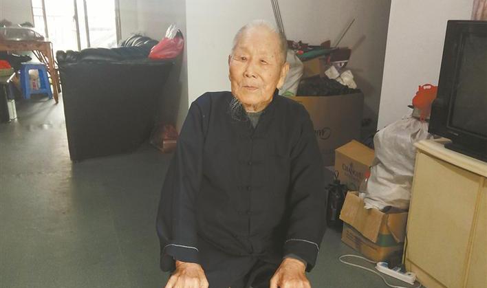 """服不服!爱喝可乐的台州""""第一寿星公"""",104岁还劈柴"""