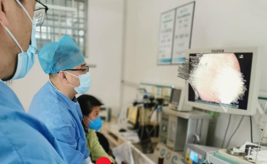 两岁孩子不打麻药上手术台!一集动画片还没放完,息肉摘了